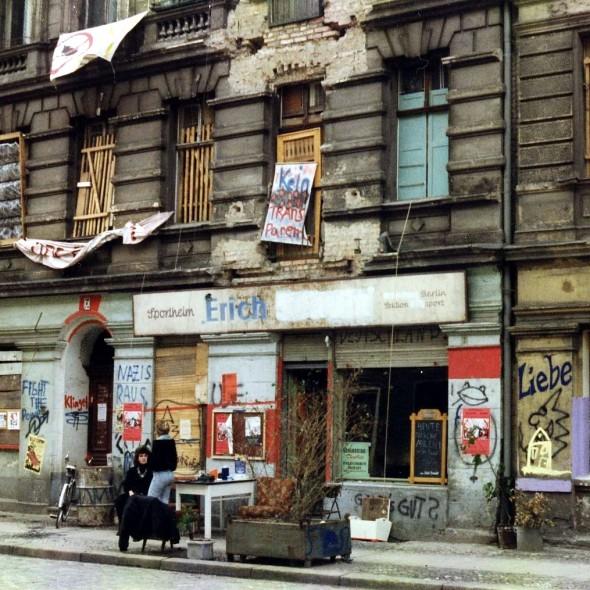 Besetzte Häuser in der Mainzer Straße in Berlin-Friedrichshain 1990, Fotografin: Regine Hildebrandt.