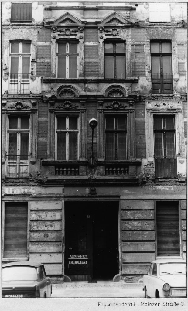 Zerfallende Fassadendetails. Mainzer Straße 3. Foto/Quelle: Landesarchiv Berlin C Rep 110-01 Nr 7080 F 09 © mit freundlicher Genehmigung
