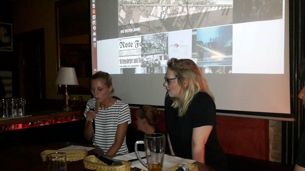 Vorstellung der Website: Franca Fischer und Sara Stammnitz (v.r.). Foto I. Zündorf ©